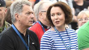 President Sauli Niinistö med hustrun Jenni Haukio under orienteringstävlingen Venlakavlen i Joensuu 17.6.2017.