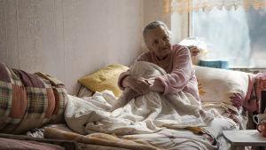 Jekaterina minns när granaterna började explodera invid åldringshemmet.