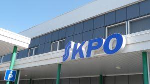 KPO satsar medvetet på att ha tvåspråkiga skyltar i sina butiker i Österbotten.