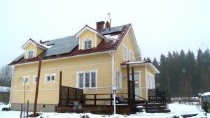 Kai Mattsson talonsa katolla