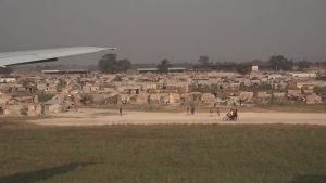 Flyktingläger vid flygplatsen i Bangui.
