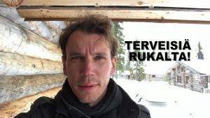 Juha Itkonen katsoo kameraan.