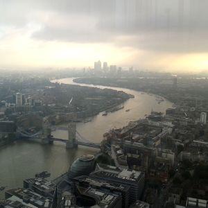 Vy över staden och floden
