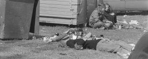 Nurmikolla lepäävä festivaalivieras. Ruisrock 1971.