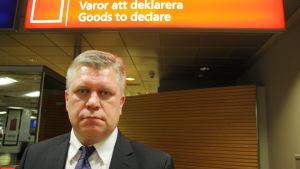 Tullöverinspektör Hannu Sinkkonen utanför tullen