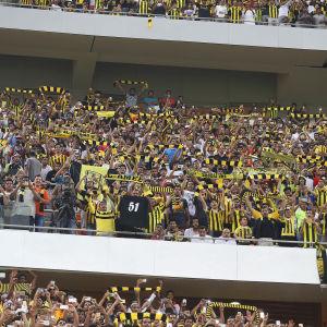 Åskadare vid en fotbollsmatch i King Abdullah Sports City i staden Jedda