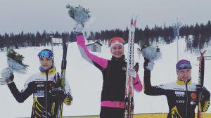 Jasmin Kähärä (t.v.), Hanna Ray och Katariina Neuvonen, medaljörer 5 km klassiskt junior-FM i Rovaniemi, mars 2017.
