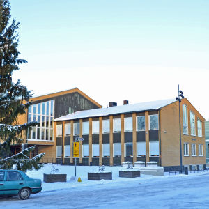 Vanda stadshus i vinterskrud.