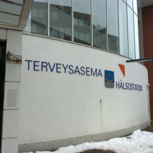 Fasaden på Munksnäs hälsostation i Helsingfors.