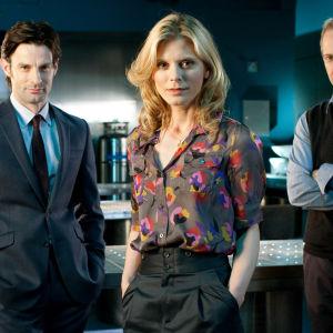 Harry Gunningham (Tom Ward, vas.), Nikki Alexander (Emilia Fox) ja Leo Dalton (William Gaminara)