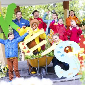 Pikku Kakkosen tekijöitä ja lapsia kesäkuussa 2017.