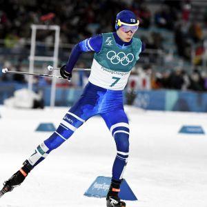 Eero Hirvonen skidar vid OS i Pyeongchang 2018.