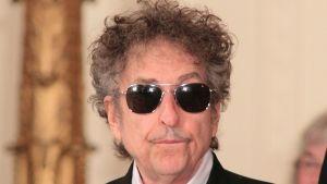 Bob Dylan på en ceremoni för att motta en frihetsmedalj.