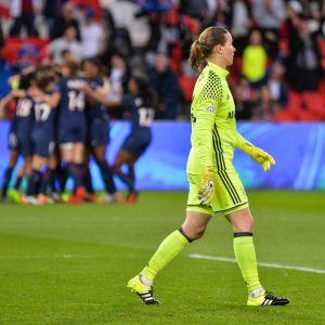 Tinja-Riikka Korpela besviken efter Bayern utträde mot PSG i CL våren 2017.