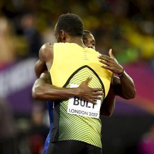 Usain Bolt kramar om Justin Gatlin, VM 2017.