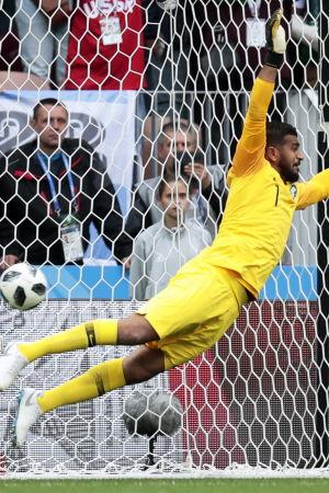 Abdullah Al-Mayouf hade inte en lätt afton i öppningsmatchen i VM.