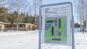 En skylt med en karta över Nova Servicehus i Hangö