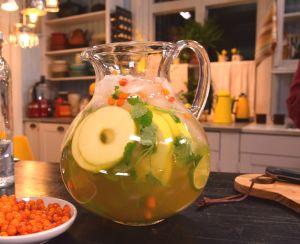 Kanna med påskbål med hjortron och äpple