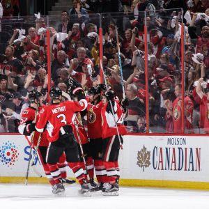 Ottawa firar Erik Karlssons avgörande på isen.
