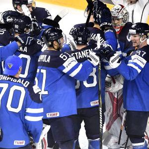 Hockeylejonen möter Sverige i VM-semifinal med start klockan 20.15 på lördag.