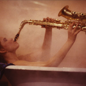 Mari Rantasila (Helena) ja ikoninen saksofonikylpy.