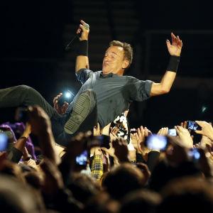 Bruce Springsteen yleisön joukossa