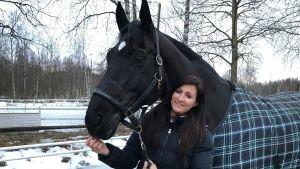 Sophia Backlund med sin häst Hilton II