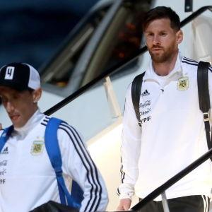 Lionel Messi och Argentina landar i Moskva.