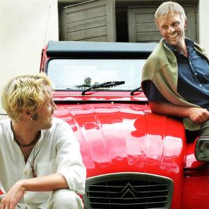 Kimmo (Jarkko Sarjanen) ja Pertti (Jukka Puotila) vuonna 2002.