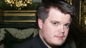 Thomas Enroth är producent och kapellmästare från Jakobstad.