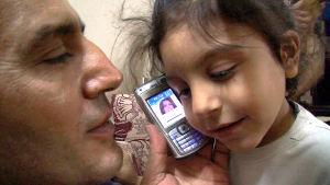 Palkitun ohjaajan Sean McAllisterin dokumentti seuraa viisi vuotta syyrialaisen parin elämää. yle tv1