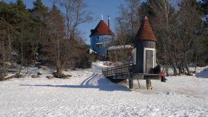 Muminvärlden i Nådendal inbäddad i snö.