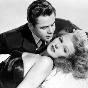 Glenn Ford ja Rita Hayworth elokuvassa Gilda
