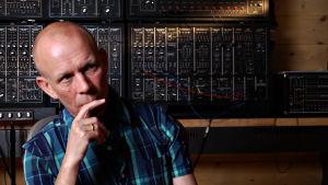 Vince Clarke dokumenttielokuvassa I Dream of Wires.