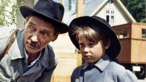 Kalle Päätalon omaelämäkerrallisiin romaaneihin pohjautuva elokuva kertoo kirjailijan lapsuusvuosista.