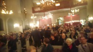Domkyrkan i Luleå i Sverige är fullsatt, skriver William Torikka.