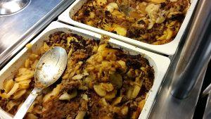 Maträtt med potatis och malet kött.