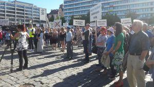 vargdemonstration på Vasa torg