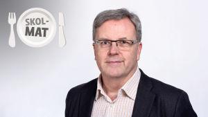 Porträttbild av Bengt Östling, i övre vänstra hörnet en stämpel med texten: Skolmat.