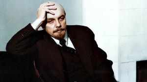 Luottamus-elokuvan pääosassa nähdään Lenininä leningradilainen näyttelijä Kirill Lavrov.