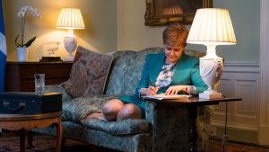 Skottlands förstaminister Nicola Sturgeon lägger sista handen vid den formella begäran att hålla en ny folkomröstning om självständighet.