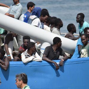 Ett svenskt fartyg som opererar inom ramen för Frontex anlände med 650 migranter till hamnen i Catania, Italien i lördags 1.7 2017.