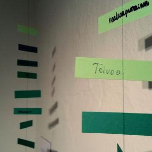 """En papperslapp med ordet """"Toivoa"""" på."""