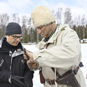 Tuottaja Erkko Lyytinen Talvisota-kohtauksen kuvauksissa