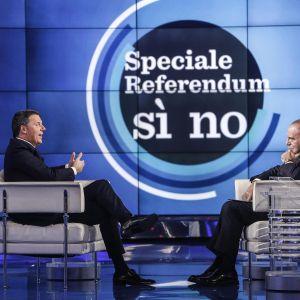 Italiens premiärminister Matteo Renzi i tv-intervju inför folkomrösningen om ändringar i grundlagen.