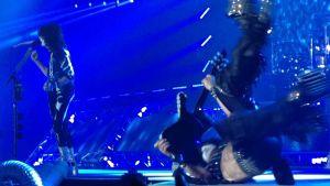 Paul Stanley / Kiss gör kullerbytta på scen 4.5. arenan Helsingfors