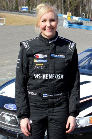 Emma Kimiläinen och hennes V8 Thunder Ford Mustang.