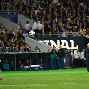 Gareth Bale gör 3-1 i Champions League-finalen 2018.