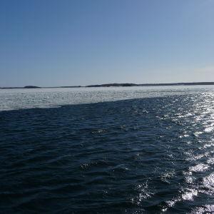 Det syns is och öppet vatten på Skärgårdshavet.
