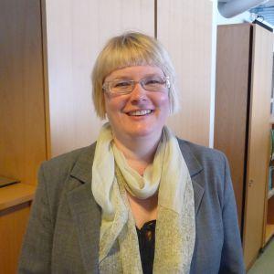 Universitetslärare Nina Kivinen vid Åbo Akademi.